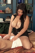 Cock Massaging By Female-dominator Spyce